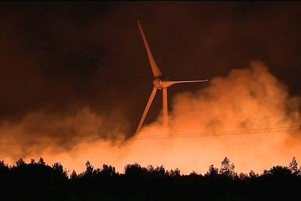 Le feu au pied des éoliennes audoises.