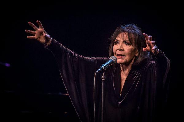 Juliette Gréco lors de son concert d'adieu au théâtre Bernadette-Lafont à Nîmes - 9 mars 2016