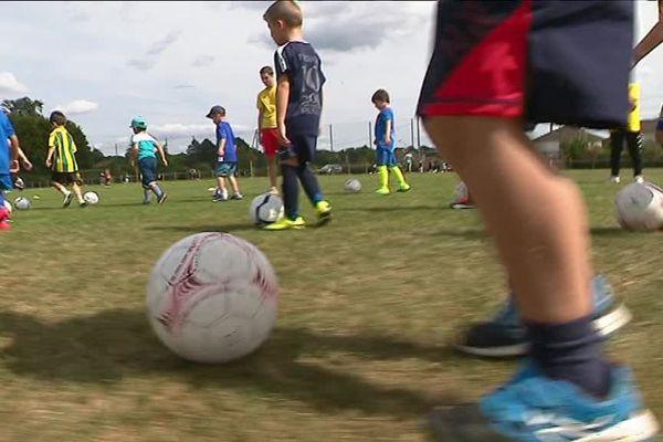 Premières conduites de balle en cette rentrée à l'école de foot du CS Feytiat.