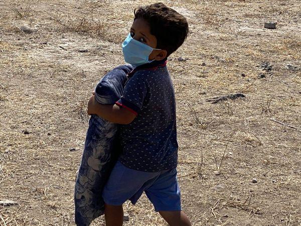 Parmi les migrants de l'ancien camp de Moira, près de 4000 enfants, qui ne connaissent que l'exil