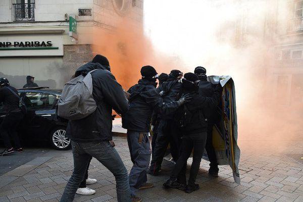 Heurts en marge du cortège de la manifestation anti Le Pen cet après-midi à Nantes