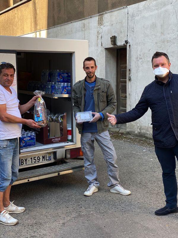 Les restaurateurs solidaires ont mis en place un système de livraison quotidien, effectué par des bénévoles.