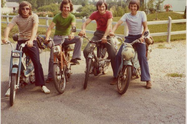 En mobylette à la Boistelais, Pacé, 1974