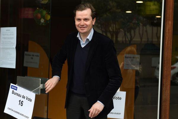 Guillaume Larrivé lors du second tour des élections municipales à Auxerre le 30 mars 2014.