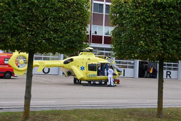 L'une des victimes a été héliportée en urgence absolue vers l'hôpital Hautepierre à Strasbourg.