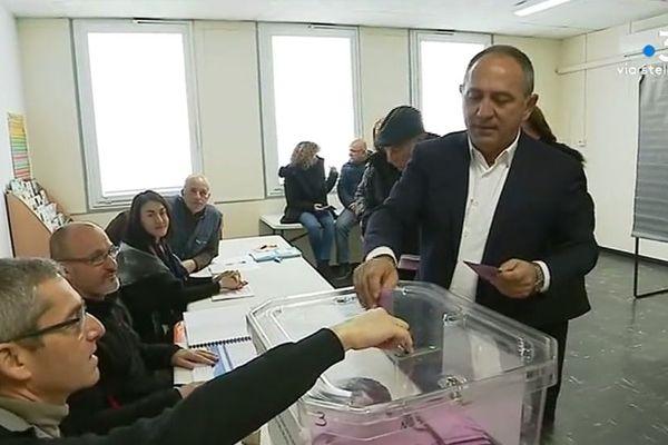 André Rocchi vote pour le second tour des municipales. À la tête de la liste sans étiquette, il a manqué de 5 voix l'élection au premier tour la semaine dernière. Dimanche 27 janvier 2018