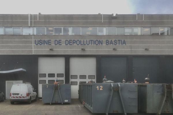 Bastia - Les bennes s'accumulent devant l'usine de dépollution - 20.01.20
