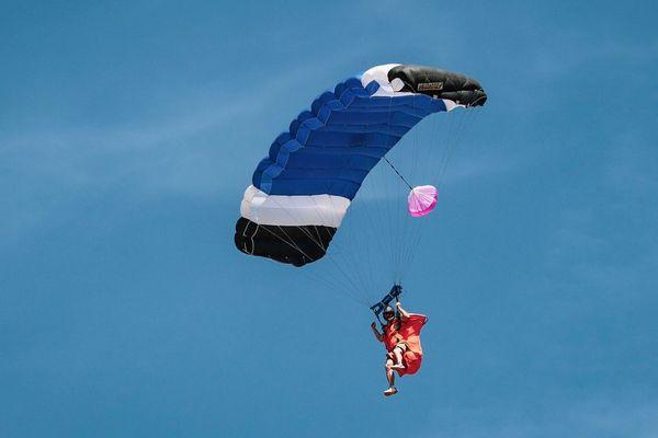 Le parachutiste s'entraînait à l'aérodrome de Brienne-le-Château dans l'Aube.
