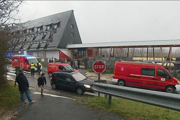 Collège Francine-Leca à Sancerre (Cher) - Intervention des secours après une intoxication au gaz lacrymogène - 18 janvier 2018