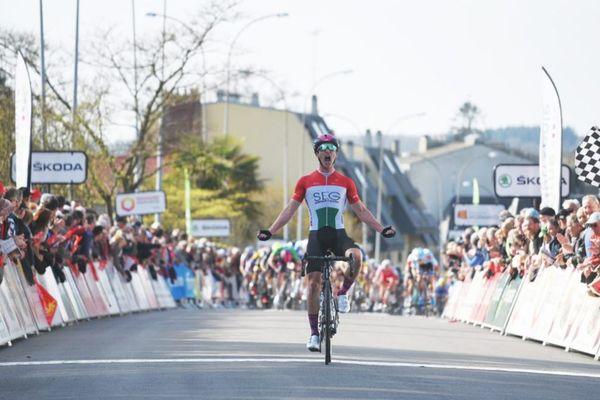 Le coureur hongrois Barnabás Peák a remporté ce vendredi 29 mars la cinquième étape du Tour de Normandie 2019