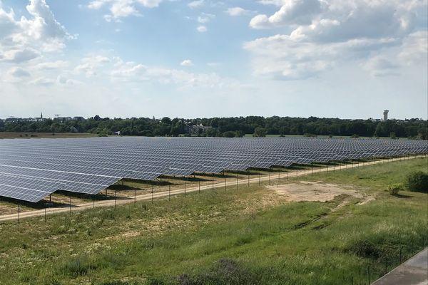 Les 38 000 panneaux solaires entre Bruz et Pont-Péan. Une véritable boucle locale