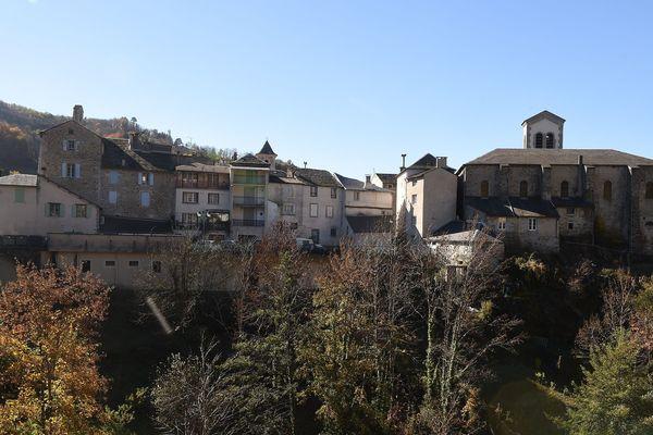 Dissimulé entre les monts de Lacaune, dans le Tarn, Vabre a hérité du titre de village des justes, pour l'aide apportée à de nombreux juifs par ses habitants sous le gouvernement de Vichy.