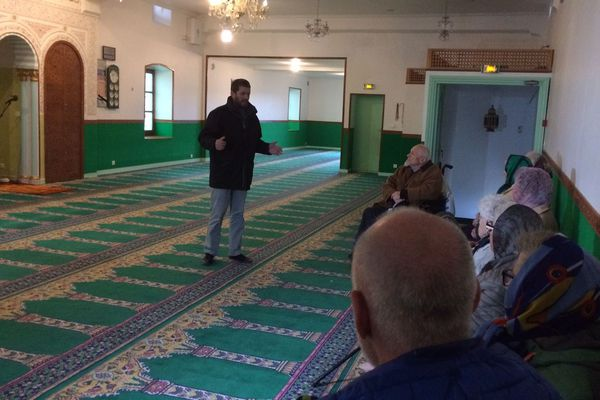 Les Musulmans du Puy-en-Velay, en Haute-Loire, ouvre la porte de leur mosquée au public. Alors que le Ramadan débute jeudi 17 mai, ils souhaitent faire découvrir aux habitants les valeurs fondamentales de l'Islam.