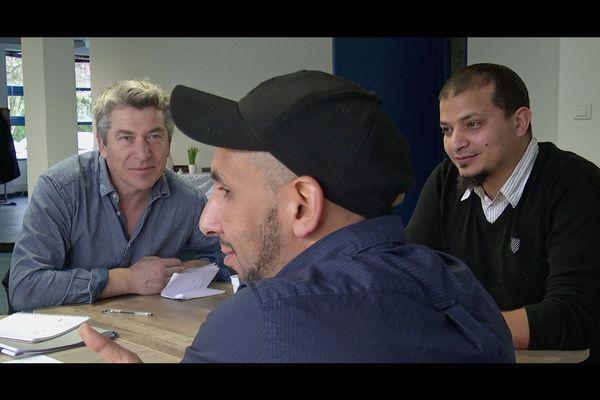 Réunion de chantier avec l'architecte Mickaël Tanguy, Hassan et Idriss.