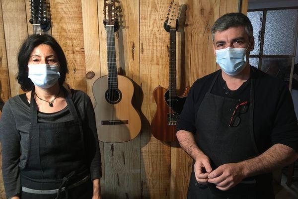 Lydie et Éric, un travail d'équipe au service des guitares, malgré le confinement