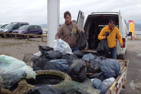 Pêche aux déchets à Frontignan le 20 mars 2016.