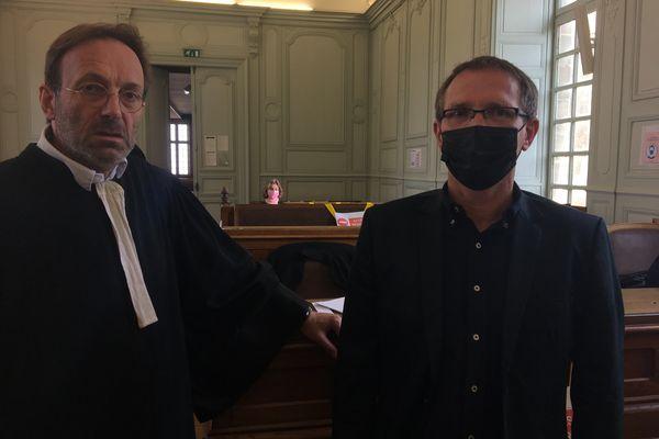 Jean-François Grassart (à droite), enseignant, a été agressé dans son établissement scolaire, le 22 mars.
