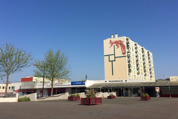L'esplanade du centre commercial des Sablons où se sont déroulées les violences du 15 avril