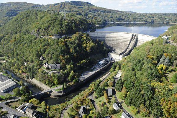 Le barrage de Bort-les-Orgues, impressionnant ouvrage aux confins du Puy-de-Dôme, de la Corrèze et du Cantal, fête cette année son 70ème anniversaire.