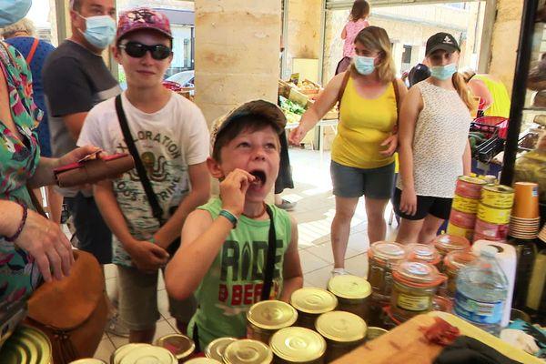 Petits et grands découvrent les trésors de la gastronomie périgourdine dans les marchés locaux