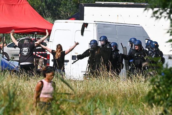 La rave party avait eu lieu à Redon les 18 et 19 juin. Et s'était soldée par des affrontements  entre les forces de l'ordre et les fêtards.