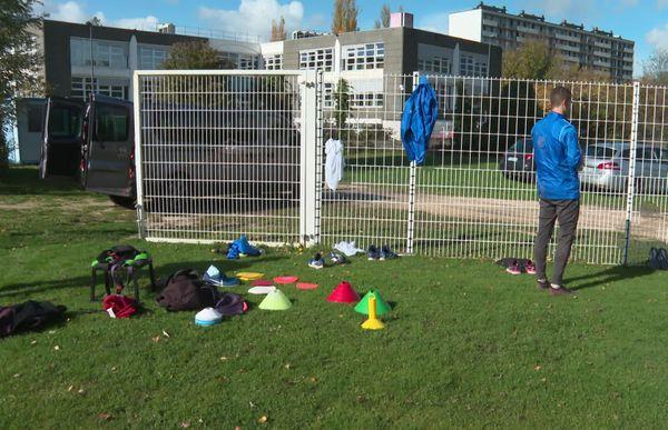 """Les joueurs doivent laisser """"leurs tenues civiles"""" à l'extérieur de l'enceinte du stade d'entraînement"""