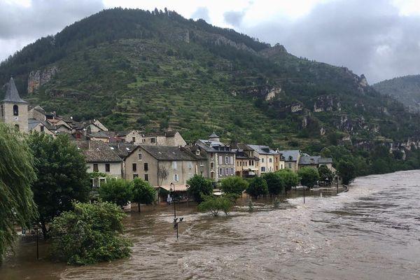 La rivière Tarn est sortie de son lit à Sainte-Énimie en Lozère. 12/06/2020