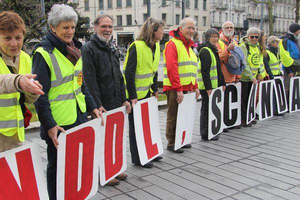 Des actions se sont tenues un peu partout en France contre le projet d'aéroport à Notre-Dame-des-Landes, comme ici, à Nantes où des manifestants se sont rassemblés, samedi.