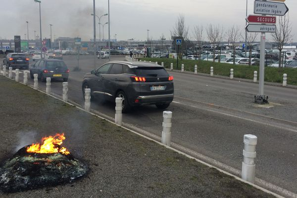 L'accès à l'aéroport de Nantes Atlantique a été perturbé par un barrage filtrant pendant quelques heures ce jeudi matin.