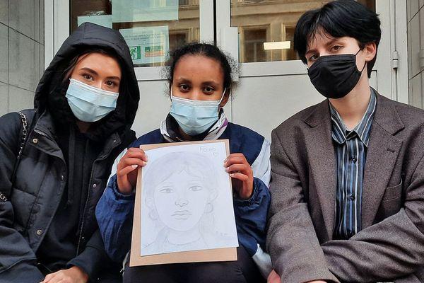 Louise, Anouk, Anabelle, 17 ans, en terminale au lycée Fénelon de Lille, et amies de Fouad.