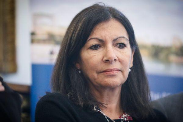 """Anne Hidalgo lors d'une conférence de presse de présentation du classement des offres pour la zac du """"Village olympique et paralympique""""."""