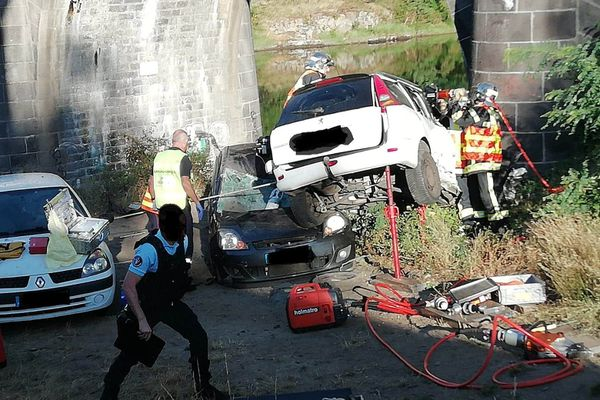 A Vic-le-Comte, samedi 25 juillet, les pompiers sont intervenus au pont des Goules.