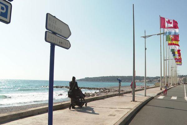 Profitez du grand air sur le bord de mer de Menton... s'il se trouve à moins de 10 kilomètres de chez vous, nouvelle règle dans le cadre du 3ème confinement qui s'applique dans les Alpes-Maritimes.