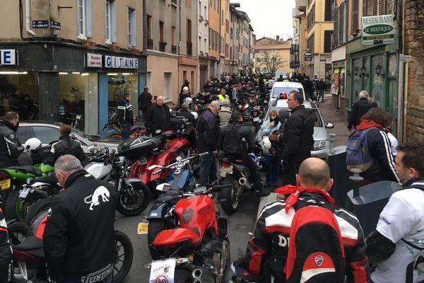 Des motards et des automobilistes se sont rassemblés à Mâcon en Saône-et-Loire samedi 27 janvier 2018. L'un des objectifs était de protester contre la réduction de la vitesse sur les routes.