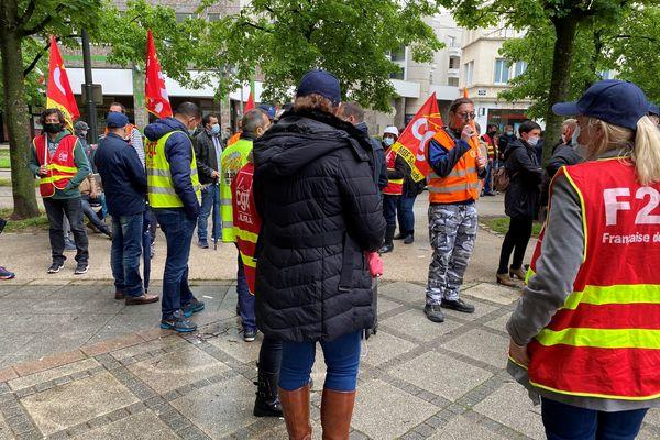 11 mai 2021, les salariés de MBF devant le tribunal de commerce de Dijon.