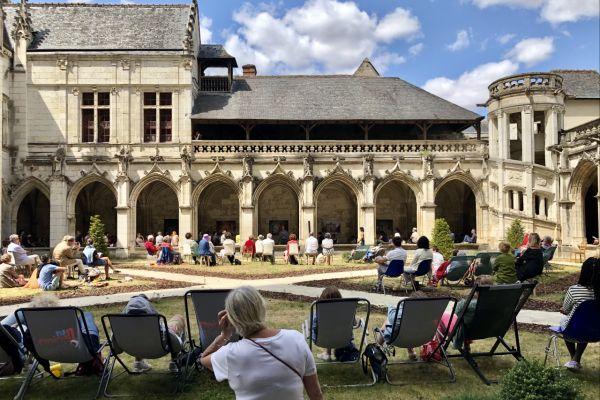 L'édition 2019 du festival 37° à l'ombre, au cloître de la Psalette à Tours.
