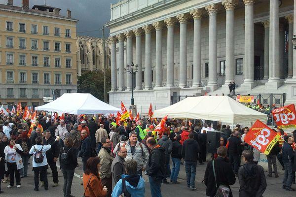 Une manifestation de soutien est organisée par la CGT devant la Cour d'Appel de Lyon