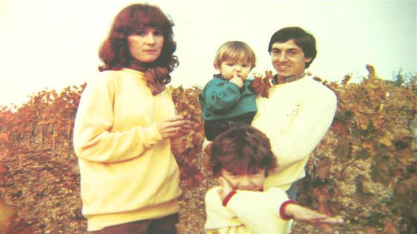Alain Giresse pose avec sa famille