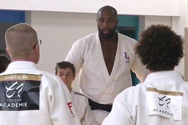 La star du judo français transmet ses astuces et son expérience à Saint-Jean-de-Monts