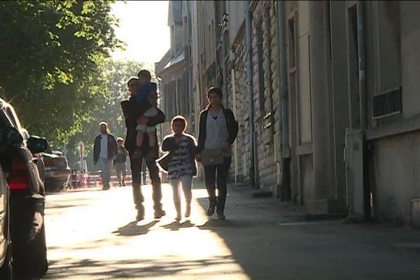 Après 7 ans en France, la famille Sadayan doit quitter le territoire. Les parents d'élèves et les enseignants de l'école de la Pigacière se mobilisent pour les défendre.