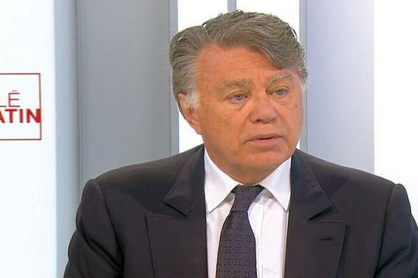 Interview de Gilbert Collard, député RBM du Gard, sur France 2, le 20 août 2015.
