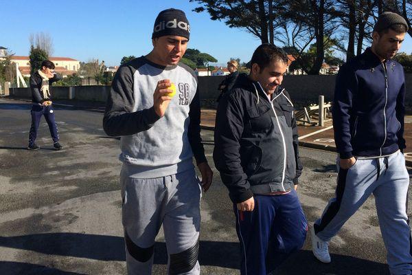 Tawos (à droite) aimerait rester en France mais il est menacé d'expulsion vers l'Italie