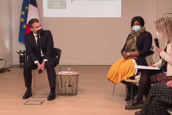 Emmanuel Macron a rencontré des familles monoparentales de Tours (Indre-et-Loire) mardi 5 janvier 2021