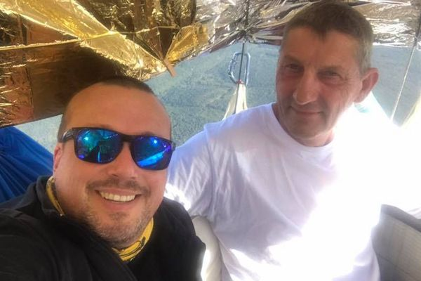 Le mosellan Christophe Houver et le nordiste Vincent Leÿs à bord de leur ballon à gaz FRA-1 pendant la course Gordon Bennett 2019.