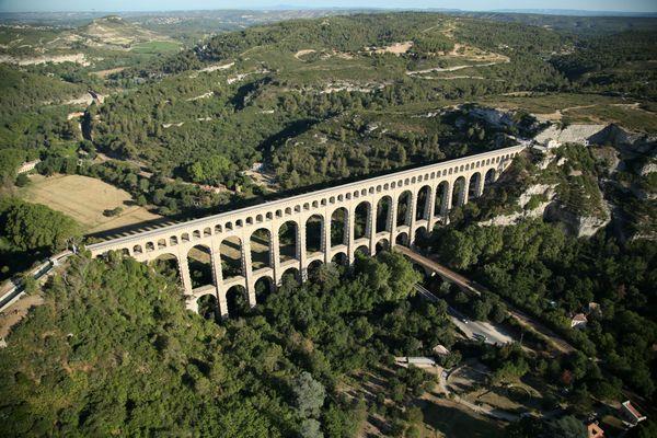 L'aqueduc de Roquefavour avant sa restauration, une vue du ciel de 2017.
