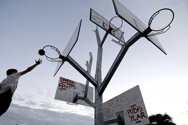 L'Arbre à Basket, de l'agence d'architecture a/LTA, sur l'Île de Nantes.