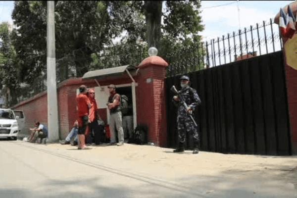 Plusieurs Français déclarent avoir trouvé porte close à l'ambassade frnçaise au Népal après le séisme