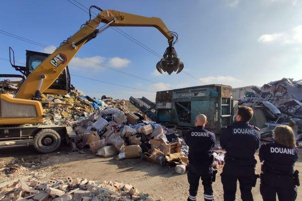 Douanes : 12 tonnes de marchandises, plus de 37 700 produits, ont été détruites