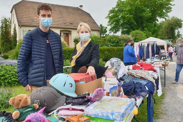 Louis et sa grand-mère Anne-Marie viennent de Picardie pour participer à la brocante
