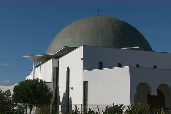 la grande mosquée de Givors organise une conférence sur le mariage, avec la présence d'un prédicateur salafiste